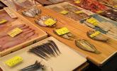 Frischer Fisch wird vor Ort filetiert