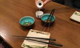 Vorspeise: Fischsülze und Sake