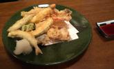 Frittiertes Gemüse, Meeresfrüchte und Fisch