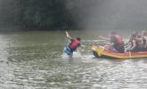 Gekonnter Sprung ins Wasser!