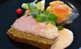 Kalbsrücken mit Kräuterkruste, Kartoffeltürmchen und feines Gemüse