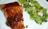Lackierter Lachs mit Koriander - Gurkensalat