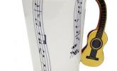 Musikalische Tasse mit Gitarren-Henkel
