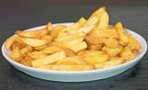 Frische Pommes aus der Heißluftfritteuse von DeLonghi