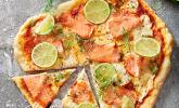 Räucherlachs - Limetten - Pizza mit Crème fraîche und Dill