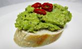 Pesto vom grünen Spargel zu Pasta und gebratenen Garnelen