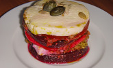 Tomaten - Mozzarella - Turm mit Pesto