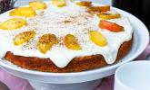 Kürbis-Apfelkuchen mit Frosting und karamellisierten Apfelschnitzen