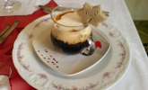 Cappuccino von karamellisierten Zwiebeln mit Gorgonzola-Schaum