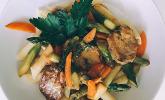 Schweinemedaillons mit grünem Spargel und Penne in cremiger Orangen-Weißwein-Sauce