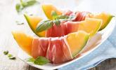 Vorpeise: Gallionsmelone mit Serranoschinken, dazu eine Erdbeer-Margarita