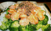Gebratene Garnelen mit Brokkoli