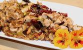 Gebratenes Hähnchenfleisch mit Chili und Nüssen