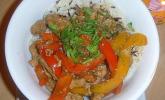 Hühnerfleisch mit Paprika in Hoisin-Sauce