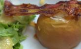 Vorspeise: Bratapfel mit Ziegenkäse gefüllt, an Feldsalat mit Kartoffeldressing