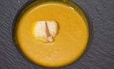 Vorspeise: Kürbissuppe mit gebratenen Jakobsmuscheln