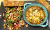 Vorspeise: Ragout fin mit wildem Salat und Süßkartoffel-Maronen-Brot