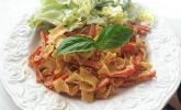 Hähnchen-Nudelpfanne mit Paprika
