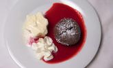 Nachspeise: Schokoküchlein mit Vanilleeis und Fruchtspiegel