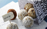 Energy-Balls mit Cranberries und Cashews