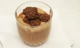 Nachspeise: Sternanis-Schokoladen-Mousse mit Passionsfruchtcreme und Schokocrumble