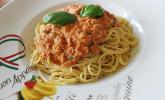 Nudeln mit Thunfisch-Tomaten-Käse Sauce