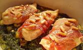 Putensteaks aus dem Ofen mit Spinat-Gorgonzola-Sauce und Pinienkernen