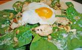 Spinatsalat mit Joghurt-Bärlauch-Dressing und Hähnchenbrust
