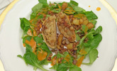 Vorspeise: Wirsingstrudel – Vogerlsalat – heller Tomatenjus – Kartoffel-Maroni-Topping