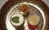 Nachspeise: Orientalisches Trio: Dattelcreme, aromatische Orangenfilets mit Granatapfelkernen und karamellisierten Pistazien, arabische Mangocreme