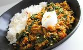 Linsen-Spinat-Dal mit Garam-Masala-Sauce, Reis und Joghurt