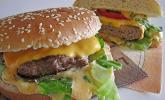 Cheeseburger mit zwei Sorten Käse