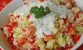 Couscous-Salat mit einer frischen Zitronen-Joghurt Sauce