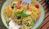 Italienischer Spaghettisalat mit Mozzarella