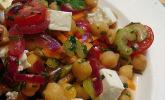 Kichererbsensalat mit roten Zwiebeln und Feta