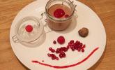 Nachspeise: Mousse au Chocolat mit Pralinenüberraschung