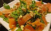Rucola-Orangensalat mit Räucherlachs und Walnüssen