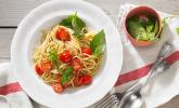 Koelkasts Spaghetti mit kalter Tomatensoße
