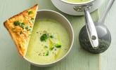 Brokkolisuppe mit Käse-Mandel-Toast
