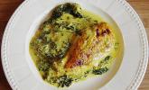 Hähnchenbrust auf Spinat mit Currysoße überbacken