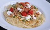 Sommer-Pasta mit Gemüse und Ziegenfrischkäse