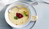 Spargelsuppe mit Curry und Erdbeer-Zwiebel-Kompott
