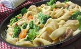 Tortelloni in Käsesahnesoße mit Brokkoli
