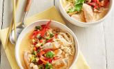 Thailand: Pikante Suppe mit Kokos und Hühnchen