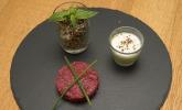 Vorspeise: Quinoasalat, Gurken-Wacholder-Suppe und asiatisches Rindertatar