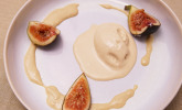 Nachspeise: Tahini Ice Cream, Cardamom Anglaise, Filo Tuile, Fig Brulée