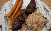Hauptspeise: Ochsenbäckchen in Rotweinsauce an Risotto mit glasierten Möhrchen