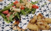 Vorspeise: Gnocchi mit Steinpilzpesto, dazu ein kleiner Spargelsalat
