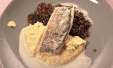Hauptspeise: Filet vom gebratenen Schwielowsee Zander mit weißem Balsamicoschaum auf Pastinaken-Püree und lauwarmen Belugalinsen