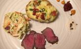 Hauptspeise: Teres Major Steak vom Grill mit doppelt gebackenen Ofenkartoffeln, dazu Coleslaw mit Äpfeln und Cranberries